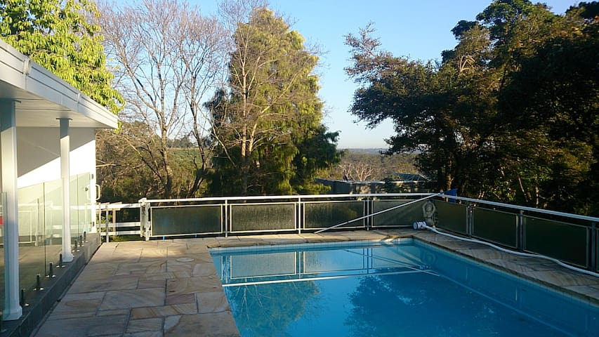 Spectacular House on National Park - North Turramurra - Casa