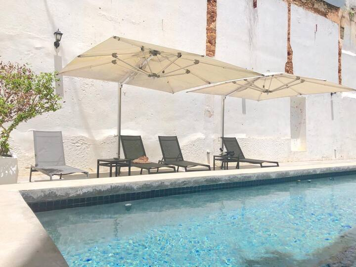 El Palacete Suite 4 for 4 with 1 King and 1 Queen bed  En-suite bathroom POOL