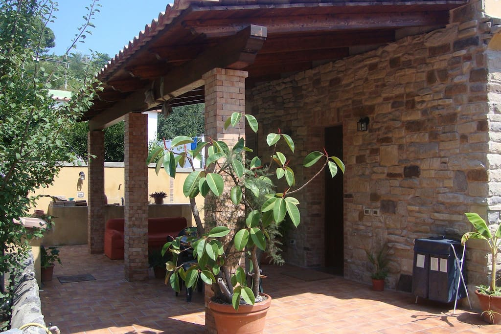 Apartment with garden houses for rent in barano d 39 ischia for Rent a home in italy