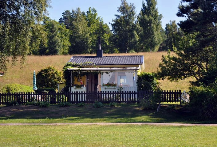 Cottage with a beautiful lake view - Vetlanda - Casa