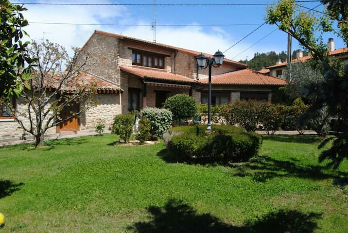 House in village near vitoria For 7 people - Estavillo - Hus