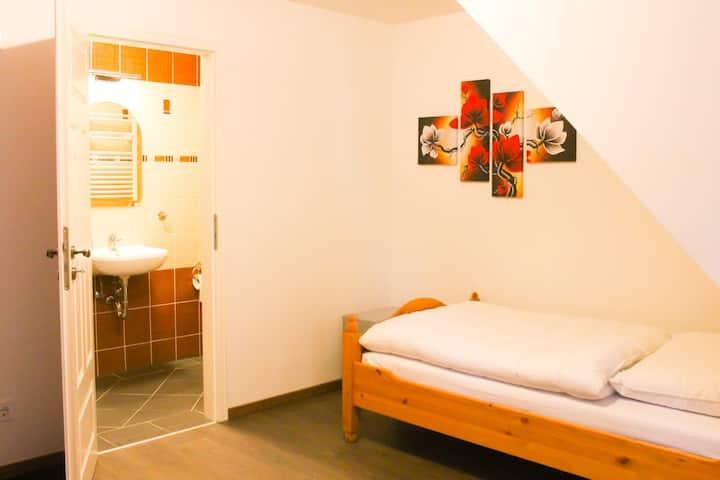 Einzelzimmer im Gästehaus Burgblick