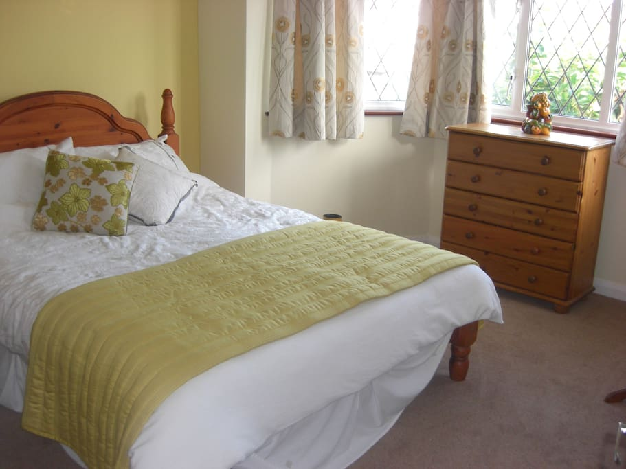 Bed and breakfast accomation houses for rent in twickenham for A host and hostess for the bed breakfast