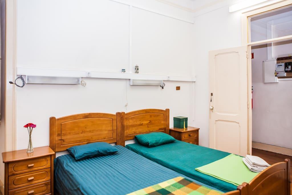 chambre double lisbonne appartements louer lisbonne lisbonne portugal. Black Bedroom Furniture Sets. Home Design Ideas