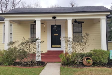 Charming 3 Bedroom Cottage - Lake Charles