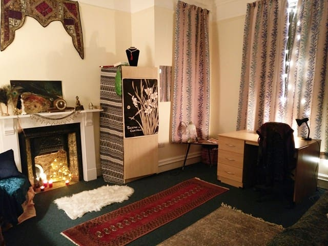Large artisanal North Oxford city room/ bike & gym