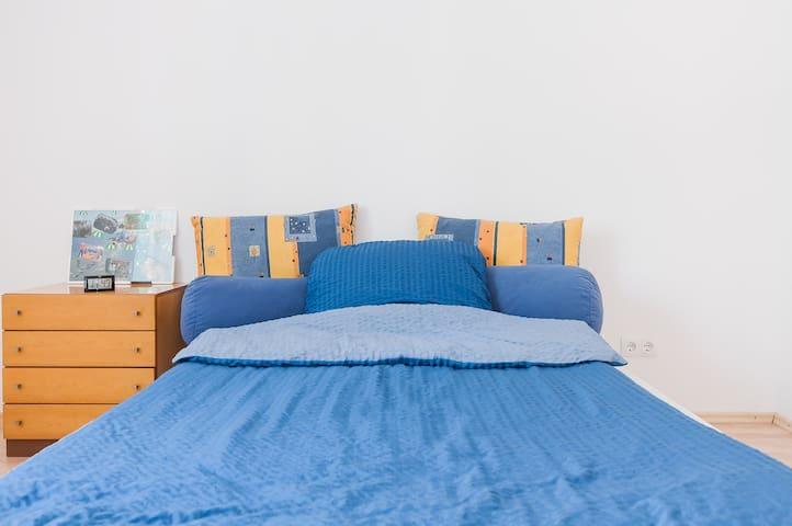 geräumig, freundlich, hell, blau - München - Wohnung