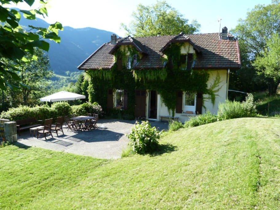 Maison d avec jardin vue lac annecy maisons louer for Annecy maison a louer