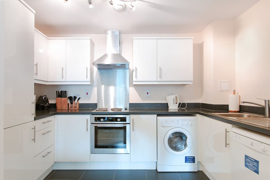Apartment 4 Fully Equipped Kitchen With Microwave, Dishwasher, Washer/Dryer and Fridge Freezer
