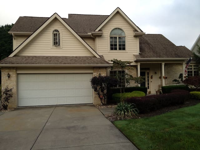 immaculate 3 bdrm on golf course