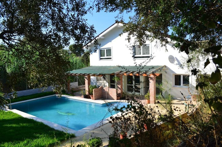 Charming house with pool and garden - Cártama