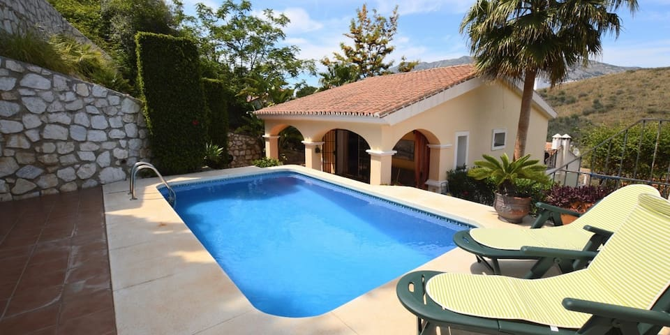 Villa, sleeps 6 w/ Pool, located in la Sierrezuela