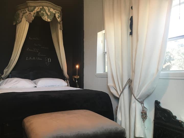 Huge room-french Louisiana style