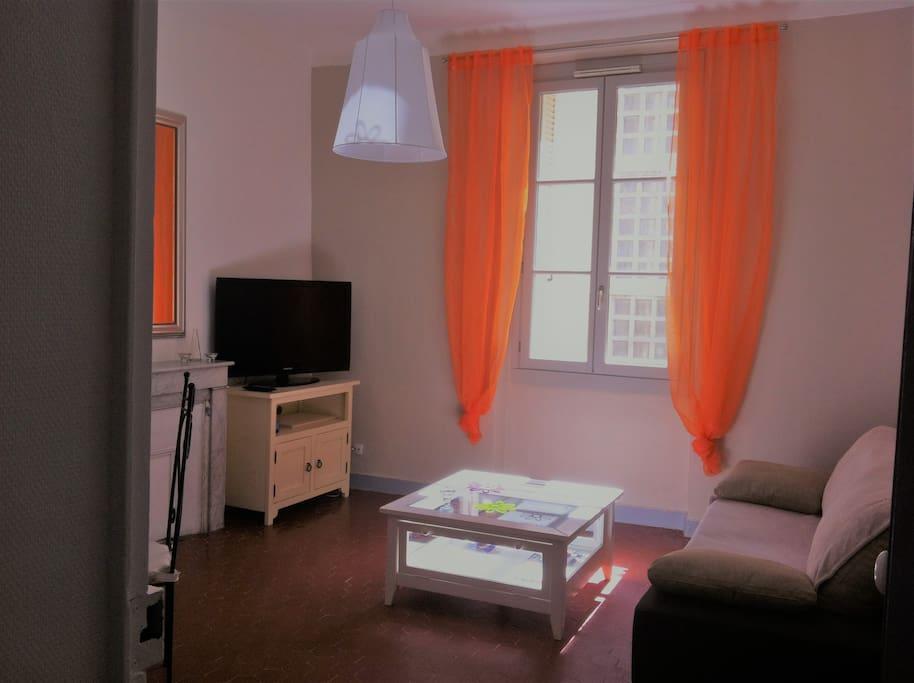 Salon/salle à manger spacieux avec canapé lit d'appoint
