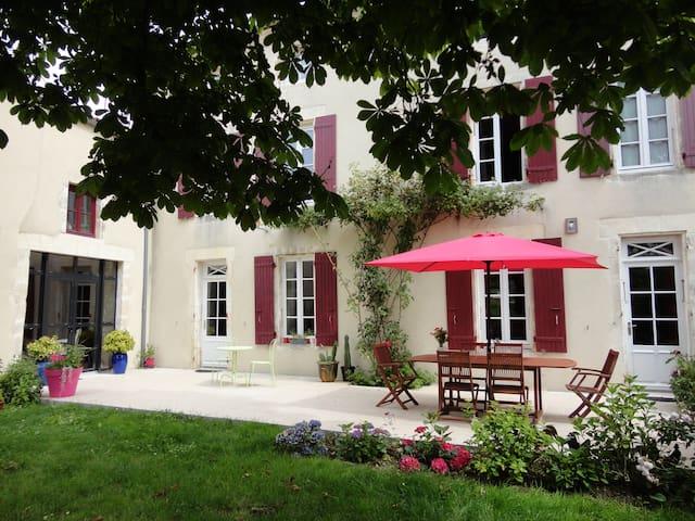 LOGIS DE CHARME  -  LA MER A TIRE D'AILE - Vouhé - Guesthouse
