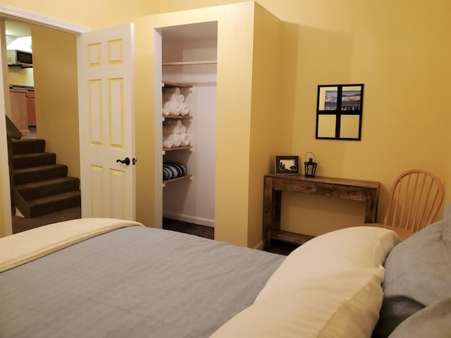 Queen bedroom, dual-sided heated mattress pad, USB ports on lamps, plush towels, extra blankets