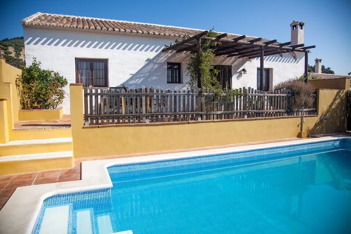 Beautiful home whit private pool - Algarinejo - Hus