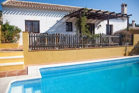 Beautiful home whit private pool - Algarinejo