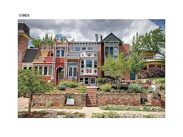 Private suite steps from Pearl St & mtn trails - Boulder - Townhouse