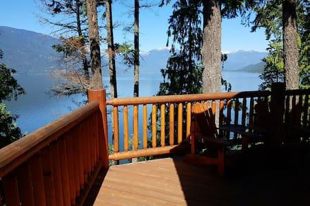 Family Log Home, lakefront, Gray Creek, kayaks