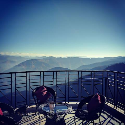 Cozy 2BHK Attic home: Amazing view Mashobra Shimla - ชิมลา
