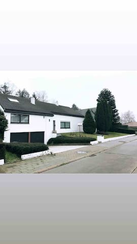 Big house with heated pool in Zaventem