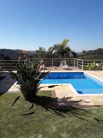 Casa de campo moderna em São Roque