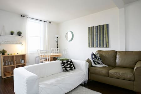 Nice and sunny bedroom in Verdun - Montréal - Leilighet