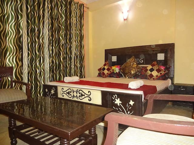 Deluxe Room With Bathtub,WIFI & Swimming Pool