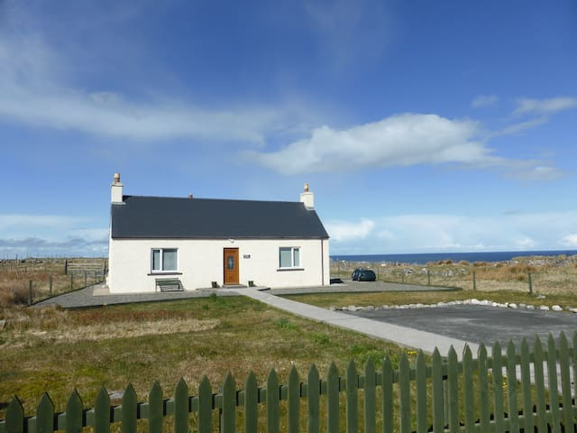 Foiseil Cottage Hebridean Holiday Cottage - Arnol - บ้าน