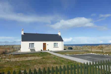 Foiseil Cottage Hebridean Holiday Cottage - Arnol - Ev