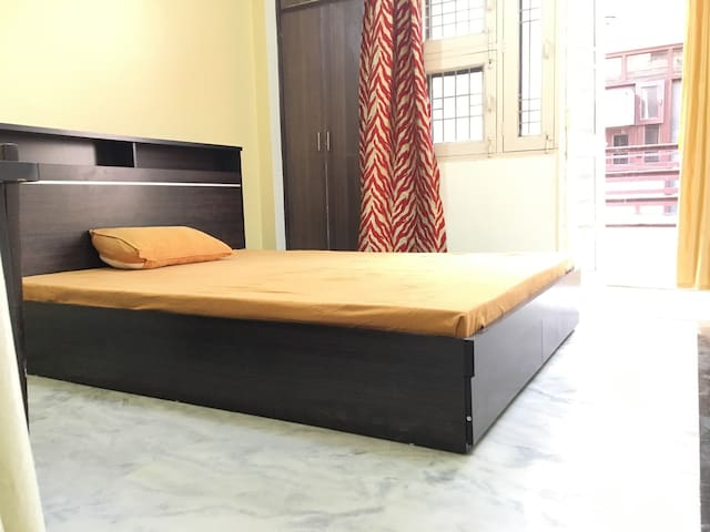 Dipanshu's Place (Entire Floor + wifi  + Ac) - New Delhi - Hus