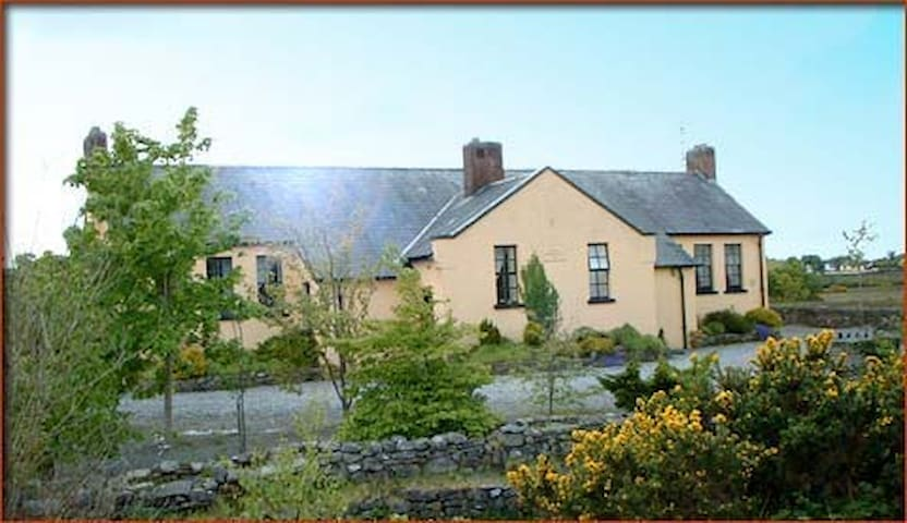 Converted Schoolhouse Swinford  - Swinford - Rumah