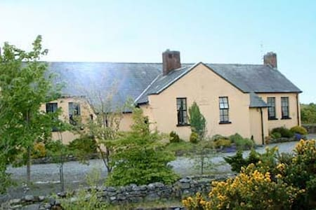 Converted Schoolhouse Swinford  - Swinford - Casa