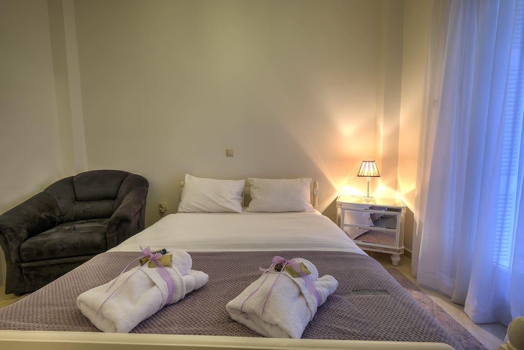 Master Bedroom: Queen size comfortable bed