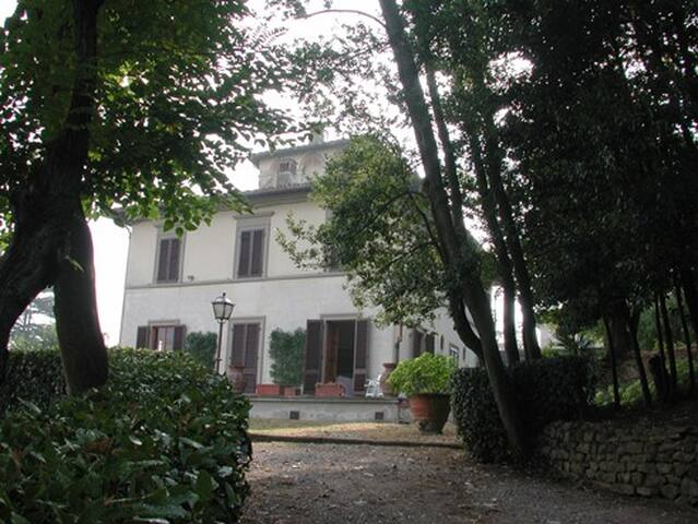 Within a Villa on Florence Hills - Lastra A Signa - Haus