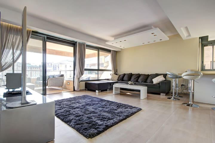 Luxury 4 BR Penthouse with Parking - Tel Aviv - Appartement