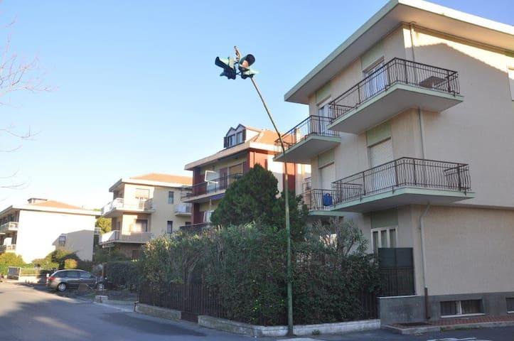 Comodo appartamento a 500 m dal mare - Diano Marina - Leilighet