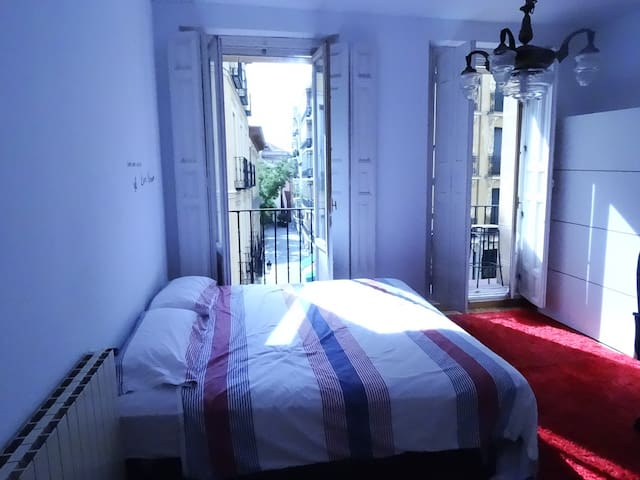 Lovely room in Plaza Mayor, With Breakfast - Madrid - Leilighet