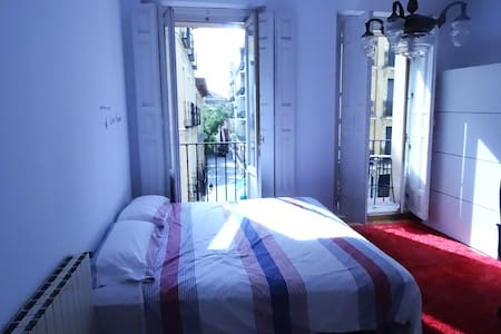 Lovely room in Plaza Mayor, With Breakfast - Madrid - Apartment