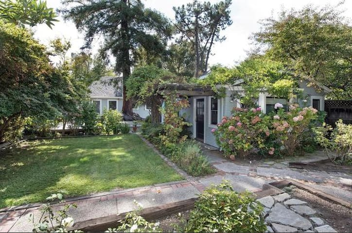 In-law unit, w/private entrance Close to Stanford