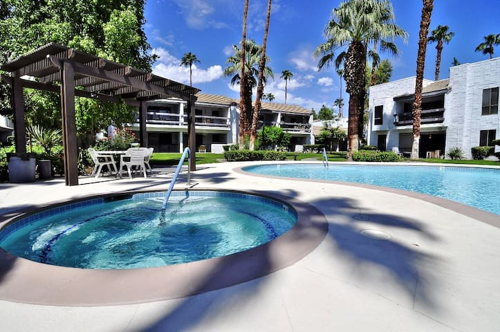 Sale! Sweet Palm Springs 2/2 Condo - Palm Springs - Apartment