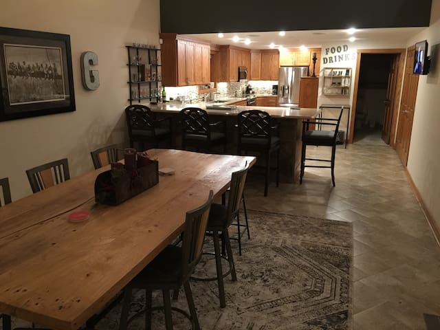 Expansive Studio with Gourmet kitchen and loft