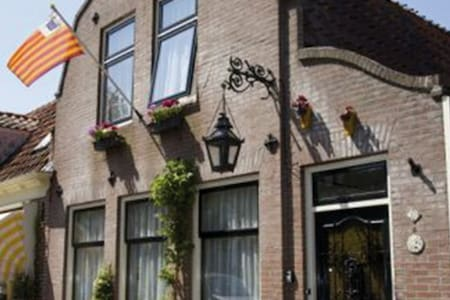 Bed and Breakfast Karnemelkhuys - Enkhuizen