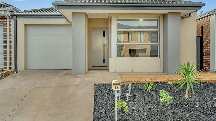 Daisy Villa - close to Mel Airport & Hume Fwy
