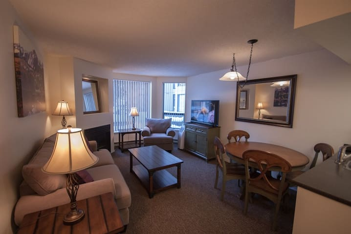 Marquise on Blackcomb, Pool & Hot Tub, Easy Ski Access, Free WiFi,