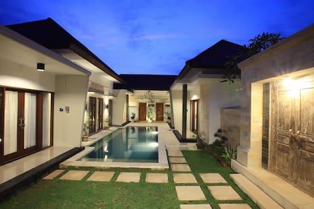 Kubu Nyoman Villas - Suite Villa - Denpasar