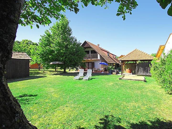 Balatonalmádi - Balatoni ház
