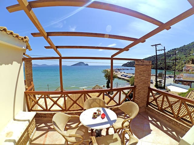Seaside, on the beach! 3 people - Limni Keriou - Villa