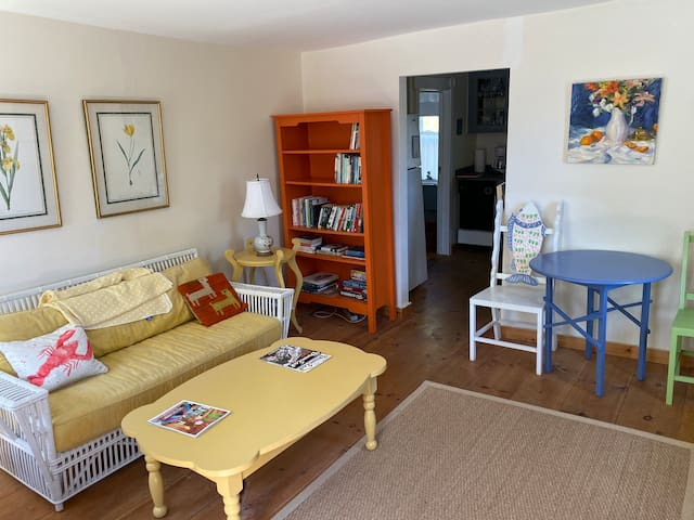 Affordable Bungalow Walk to Town and Ferry